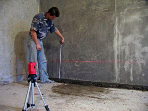 Бетонная стяжка пола. Монтаж маяков и заливка бетонной стяжки.