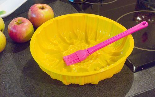 Чем лучше отмыть силиконовую формочку для выпечки?