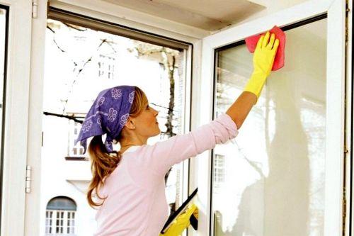 Чем отмыть пластиковые окна от пыли, пятен и других стойких загрязнений