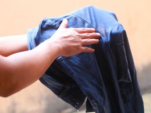 Чем отстирать кровь с одежды, народные средства, видео инструкция