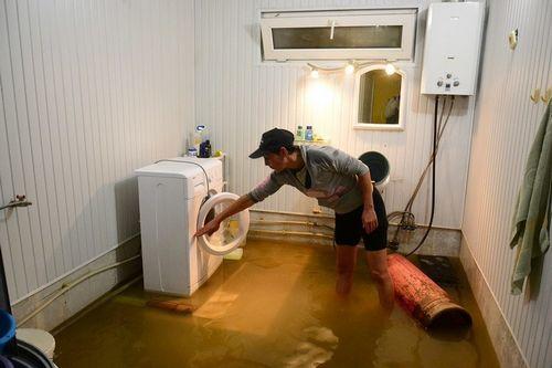 Что делать, если затопили соседи сверху: последовательность действий, в том числе со страховкой