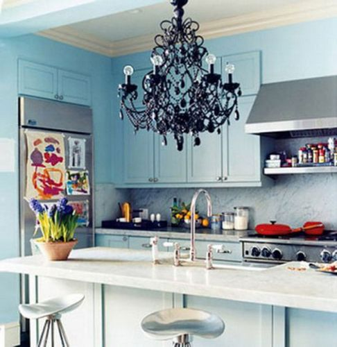 Цветное стекло в интерьере: вазы, светильники, посуда