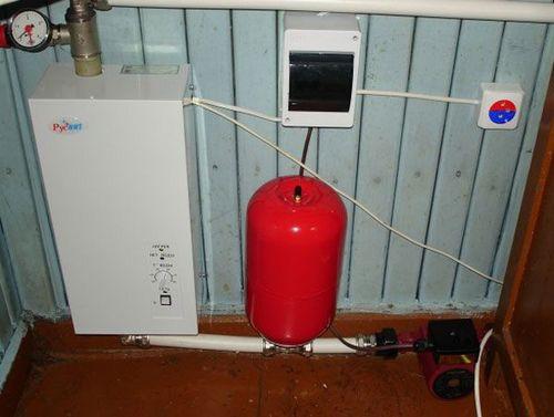 Давление в расширительном бачке отопления: какое должно быть в системе закрытого типа, как накачать