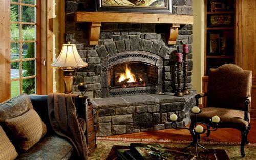 Дизайн гостиной с камином: подборка фото красивых интерьеров
