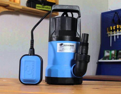 Как и чем откачать грязную воду из колодца: обзор лучших дренажных колодцев