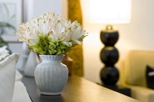 Как использовать искусственные цветы в интерьере?
