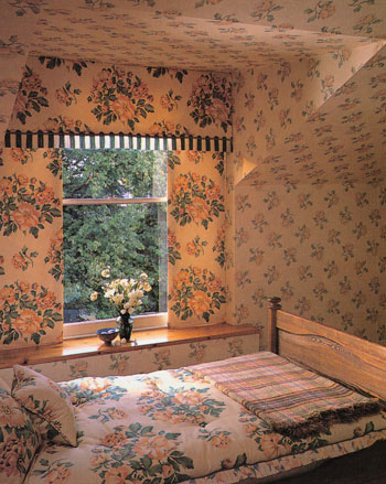 Как клеить обои на потолок: фото, видео инструкция