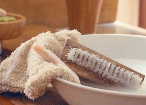 Как отстирать тональный крем с одежды: способы и средства