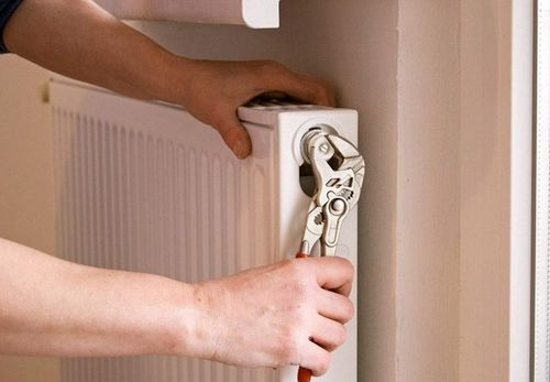 Как перекрыть отопление в квартире: можно ли перекрывать батарею в отопительный сезон, как отключить радиатор