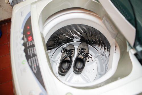 Как постирать кроссовки в стиральной машине, правила и рекомендации