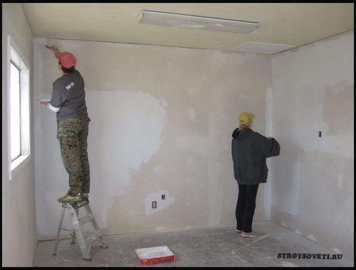 Как происходит грунтовка стен под шпаклевку