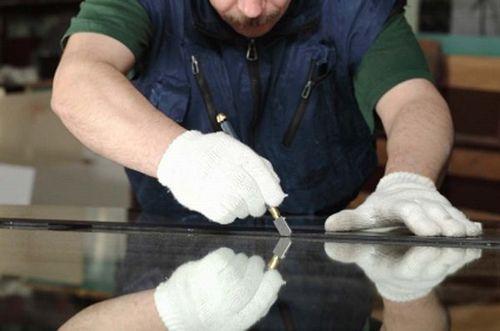 Как резать зеркало своими руками - аккуратно и подробно.