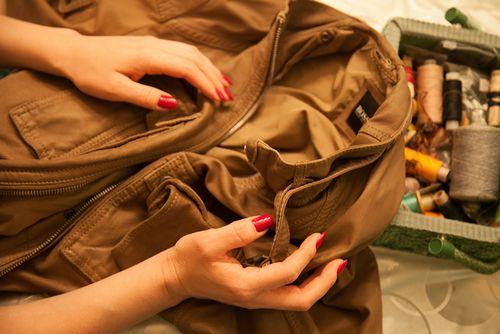 Как самостоятельно починить кожаную куртку, видео инструкция