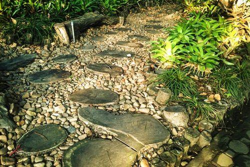 Как сделать дорожки в саду своими руками: дешево и красиво