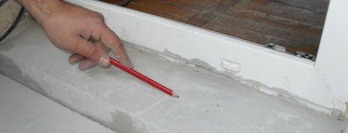 Как сделать пол на балконе и уложить электрический кабель на деревянное основание?
