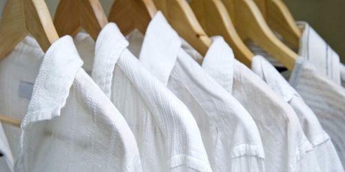 Как удалить пятно с белой одежды, самые эффективные средства, видео
