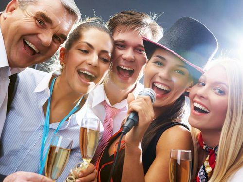 Как выбрать прикольные поздравления с 8 Марта для близких и коллег
