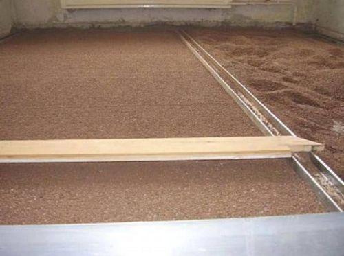 Как выравнивать полы - работаем с бетонным и деревянным основанием