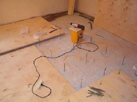 Как выровнять деревянный пол своими руками - четыре простых способа