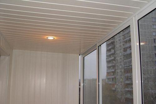 Как закрепить панели ПВХ на потолке и крепление обшивки на балконе пластиковой