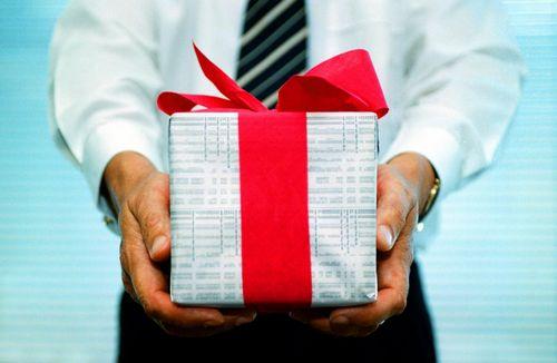 Какие подарки преподнести коллегам на 23 февраля, видео инструкция