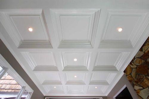 Кессонный потолок: деревянный для спальни на фото и прямоугольный, гибкий плинтус и монтаж