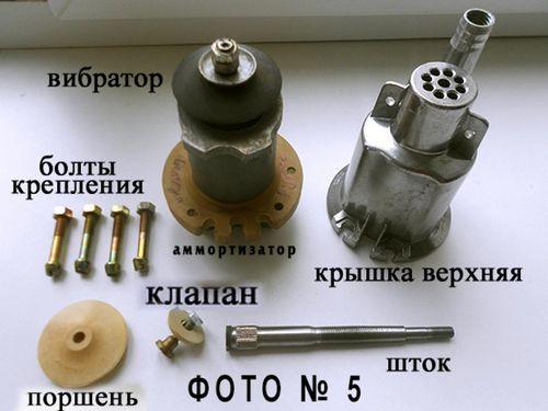 Насос «ручеек» — традиционный откачивающий механизм.