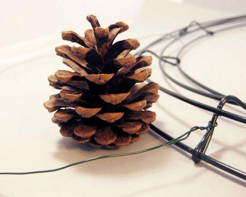 Новогодние поделки из шишек: мастер-классы и новые идеи