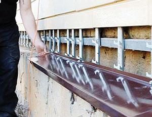 Отливы как защита цоколя от осадков
