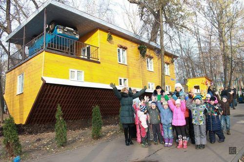 Перевернутые дома: особенности перевертышей в Москве, Волгограде и др.