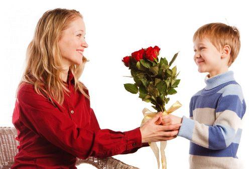 Песни про маму на 8 Марта для детей младшего и старшего возраста