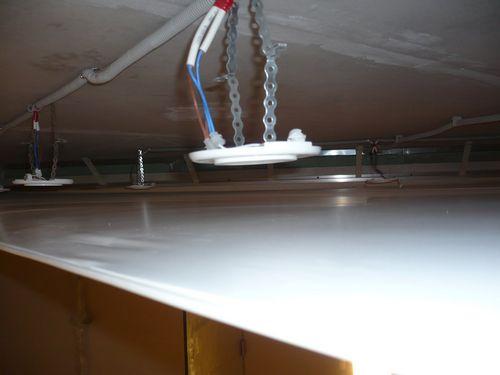 Потолочная система электроснабжения по деревянному потолку и безопасная прокладка проводки