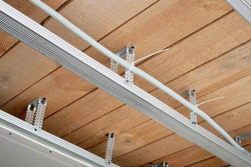 Прокладываем кабель за подвесным потолком