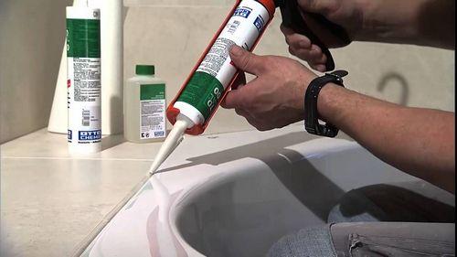 Просел герметик между корпусом ванны и плиткой: что делать