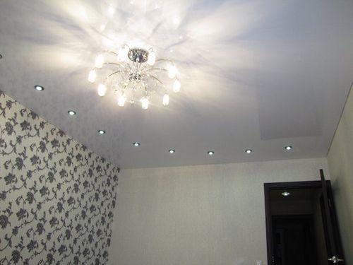 Рекомендации по размещению светильников на натяжных потолках