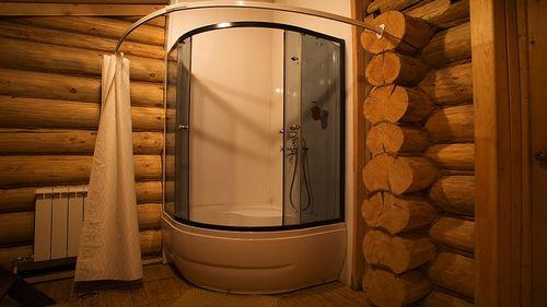 Санузел в деревянном доме: как сделать душевую кабину