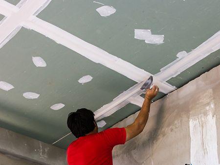 Шпаклевка потолка под покраску: какая лучше, технология работ