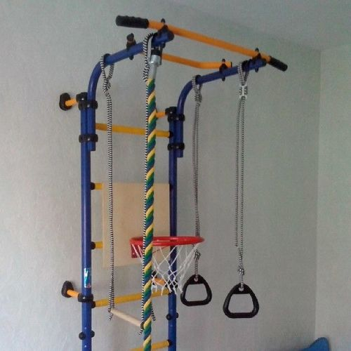 Спортивные уголки в детскую комнату: 10 фото