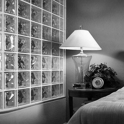 Стеклоблоки в интерьере: 15 фото