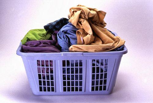 Удаление жирного пятна с одежды: способы, средства, техники