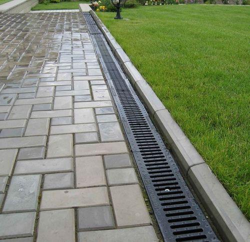 Укладка тротуарной плитки своими руками: формы для дорожек, отмостка, цены, фото