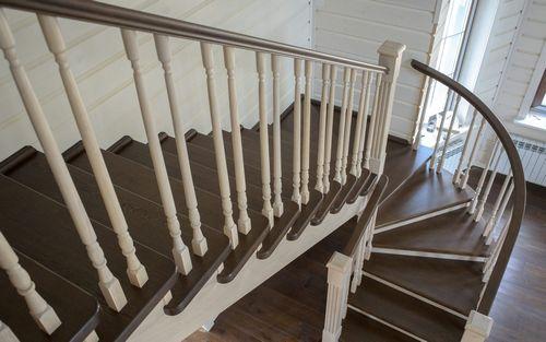 В чем преимущества лестницы с забежными ступенями