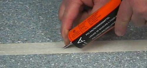 Про полимерные напольные материалы: линолеум и плитка ПВХ