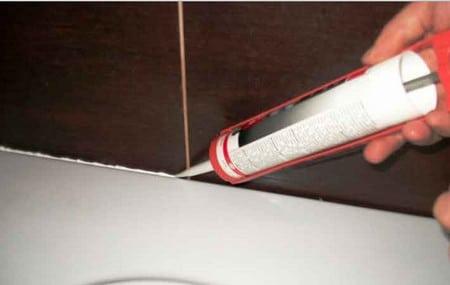Затирка швов плитки в ванной: как выбрать и нанести затирочную смесь