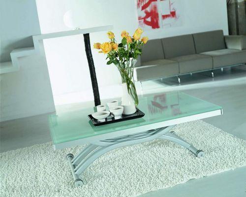 Журнальный столик со стеклянной столешницей для гостинной